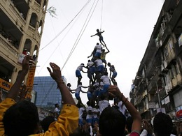 印度叠罗汉庆祝建摩斯达密节