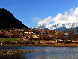 西藏秘境冰川下世外桃源