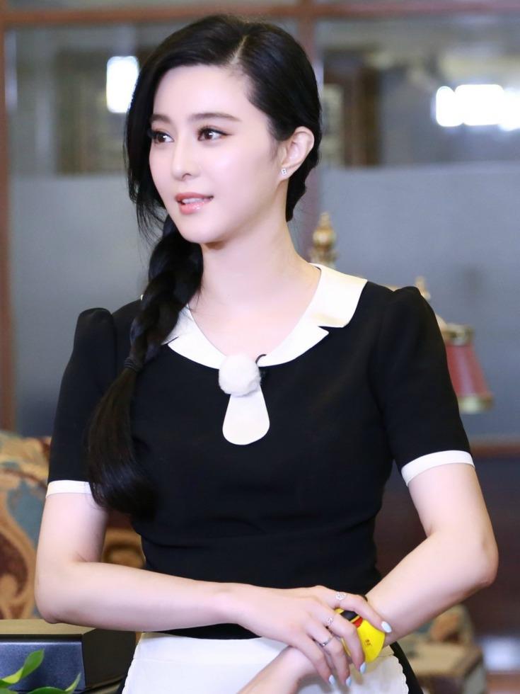 范冰冰当酒店服务生<br>身穿女仆装超可爱[图]