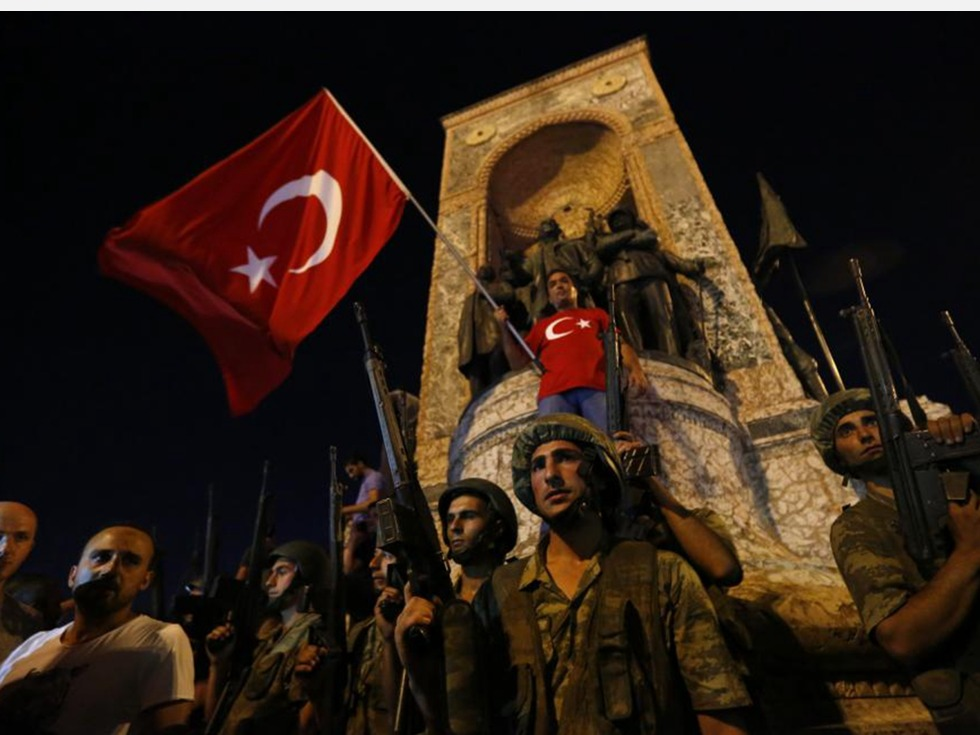 Попытка переворота в Турции: 60 погибших, 1563 задержанных