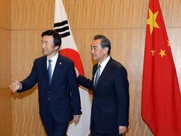 韩外长当面抗议限韩令 王毅当场否认