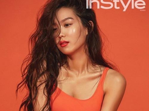 韩女星泳装写真胸前风光惹眼