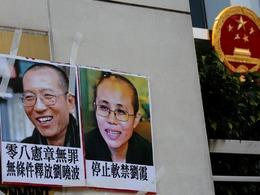 疑中国官方曝刘晓波狱中生活