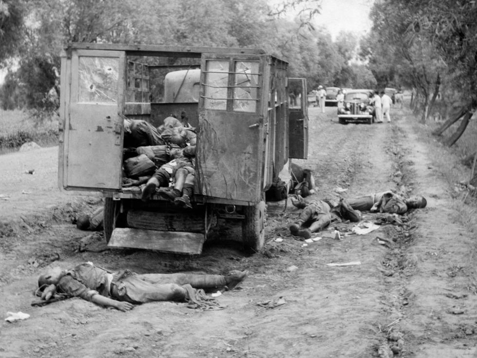 南苑军营附近,被日军飞机炸死的中国士兵。(图源:VCG)