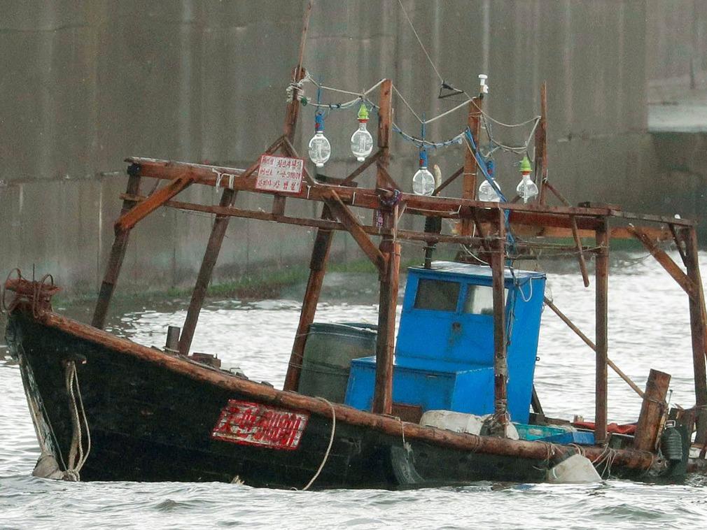 朝鲜渔船不断漂来 日本急了,担心是间谍登陆(图)