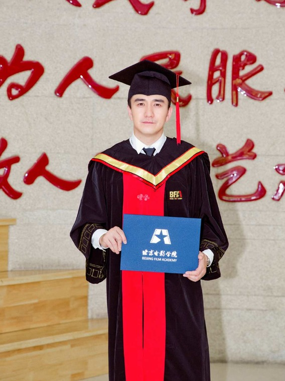 """翟天临是中国大陆明星当中少有拥有博士学历的人,但其学历被质疑""""有水分"""" 微博"""