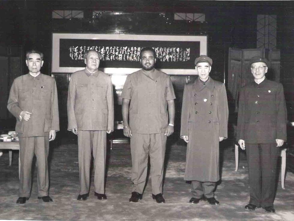 毛泽东、林彪、周恩来、康生与外宾合影