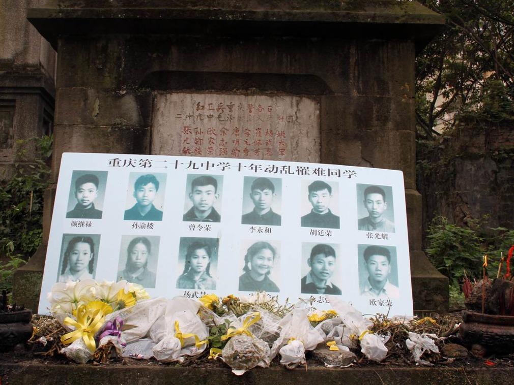 2011年4月5日清明节,文革中因武斗死亡的造反派集中埋葬地(图源:VCG)